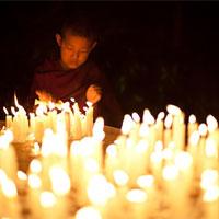candle_pray.jpg